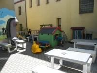UnO - venkovní terasa s dětským hřištěm 1