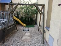 UnO - venkovní terasa s dětským hřištěm 4